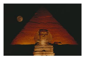 06aa5-104837vista-de-la-gran-esfinge-y-la-piramide-de-kefren-de-noche-posteres5b15d