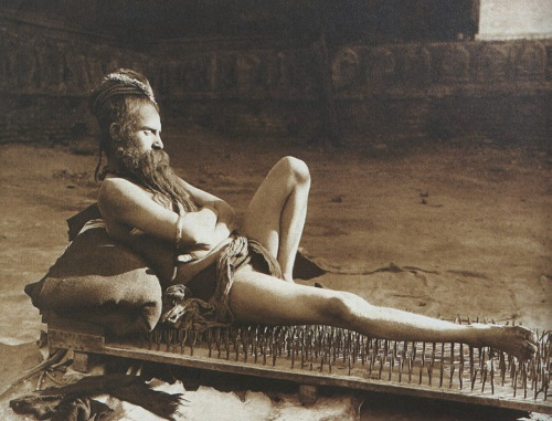 india-fakir-varanasi